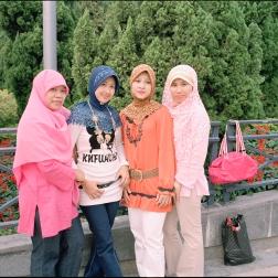 4_veiled_women